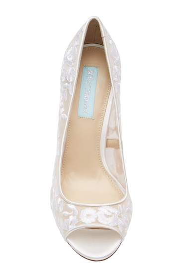 Incaltaminte Femei Betsey Johnson Mave Embroidered Mesh Peep Toe Pump IVORY FAB